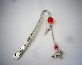 Metal bookmark inspired by the Griffon.or home of the famous English Magic School, jewel style Wizard Magic. Made in France
