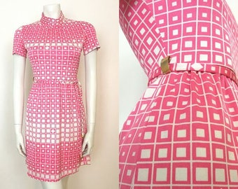 True Vintage 60s Pink / White MOD High Turtle Neck Geometric Scooter Mini Dress GOGO Size 6 8 10