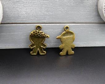 4 charms / pendants boy with Cap metal bronze 24 x 12 mm