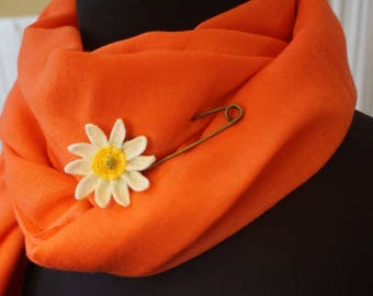 daisy crochet shawl pin