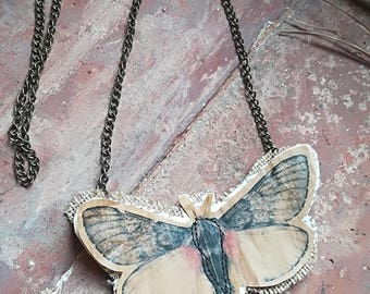 Butterfly chakra necklace - Sahasrara /Collana con charm chakra /collana di carta /paper necklace /paperlicious /farfalla/ecocollane recycle