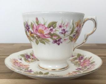 Vintage teacup candle - flowers