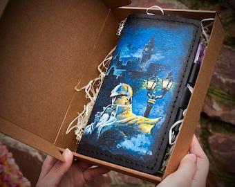 Sherlock Holmes Journal - Baker Street 221b Gift - Travel Gift - Travelers Notebook - Leather Journal - Hand Painted Art Conan Doyle Book