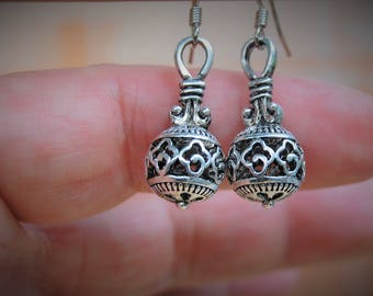 Silver Bali Style Earrings, Silver Boho Earrings, Bohemian Earrings, Ball Earrings, Simple Earrings, Everyday Dangle Earrings, Gift for her