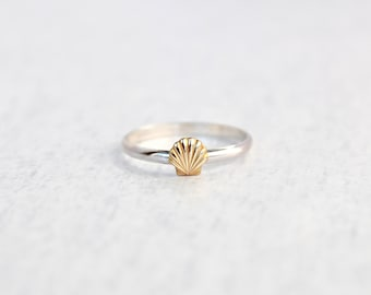 Sterling Silver Ring with Sea Shell.  Simple everyday ring.  Shell Ring.  Nautical ring.  Beach Jewelry.