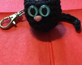 Black cat crochet keychain