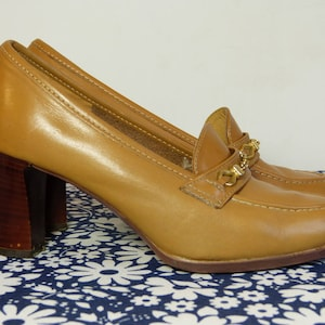 Camel brown leather GEP Mademoiselle women's loafer heel shoes with metal  chain detail - size fr
