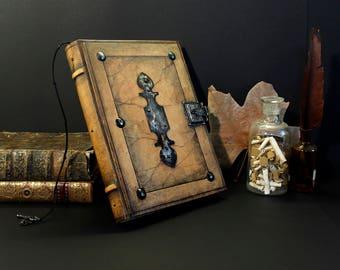 Lederbuch mit Schloss und Schlüssel, große Zeitschrift, antik-braun - Mittelalter