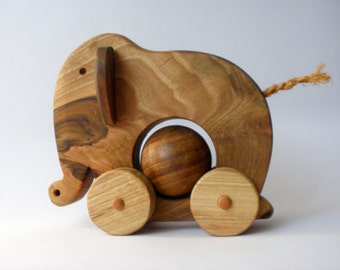 Wooden pull toy eco friendly - ELEPHANT ELLIE
