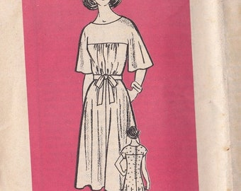 ON SALE 1960's Sewing Pattern - Mail Order Pattern No 9160 of  Short, Elbow Length Sleeved Dress  Size 8 complete Bust 31 1/2 inch