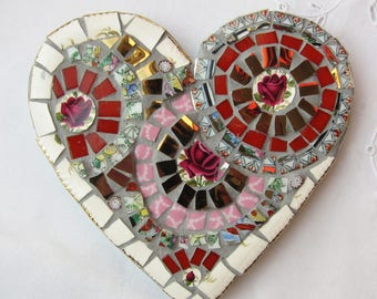 Heart mosaic with 3 red roses