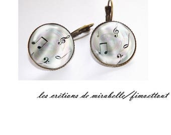 oreillle music, glass cabochon earring