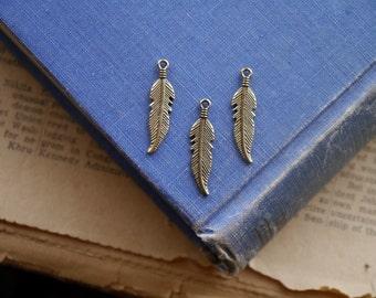 10 pcs Antique Bronze Feather Charm 26mm (BC2534)