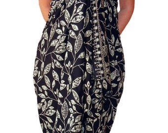 PLUS SIZE Women's Clothing Sarong Wrap Skirt or Dress - Black & Creamy White Beach Sarong - Hawaiian Maile Leaves Batik Pareo Plus Swimwear