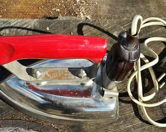 Old vintage electric metal iron Saarta 1950s