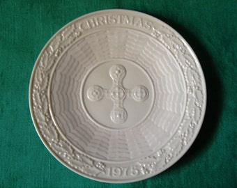 Belleek 1975 Christmas Scenes Plate Celtic Cross