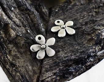 Flower Charms 15mm, Antique Silver Daisy Charms, Jewelry Supplies, 5 pieces