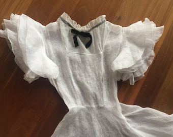 1930s vintage ruffled organza gown with tulle and velvet neckline. Bridal evening XS
