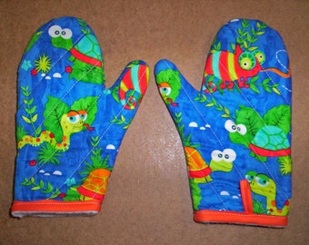 Child size oven mitts pair, Reptiles