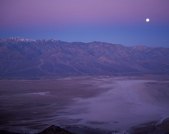Landscape Photography - Full moon over Death Valley at sunrise