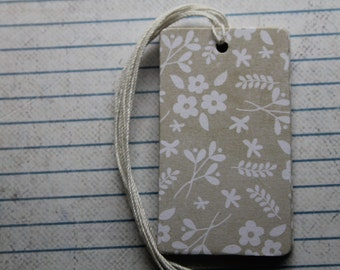 28 gift tags white flowers on neutral beige paper over chipboard