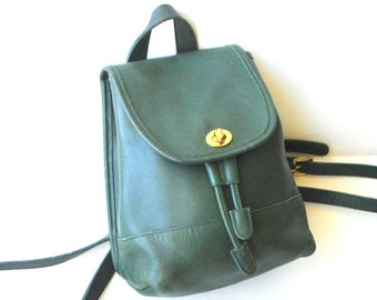 Classy vintage 80s, hunter green, genuine leather,drawstring back pack with adjustable straps. Made by Coach in USA.D60-9960