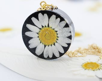 Daisy Necklace, Pressed Daisy Pendant in Black Resin, Bold Necklace, Daisy Jewelry, Gift for Her