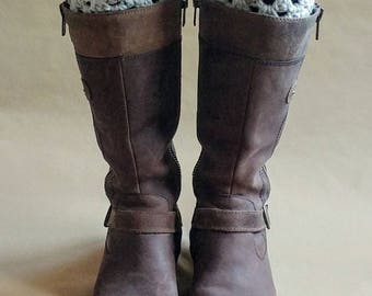 Almond Fleck Boot Cuff with Button