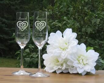 Celtic Heart Crystal Champagne Glasses / Set of 2 / Engraved Champagne Flutes / Bride and Groom Toasting Glass / Wedding Glasses