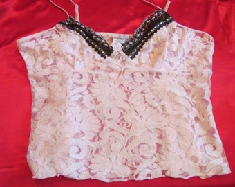 pink  lace  Lingerie  top   with  black lace  trim  vintage   size  L