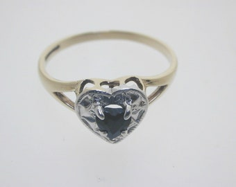 Heart shaped ring 9ct Yellow Gold Sapphire Heart Ring size N