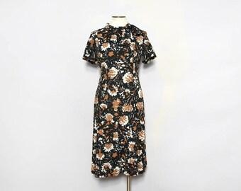 Shelton Stroller 1960s Shift Dress. Short Sleeve Dress. Floral Dress. 60s Mod Day Dress. Flower Print Dress. 60s Vintage Dress.