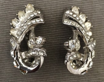 Stunning Large Crystal Clear Hollycraft Clip Earrings, 1950s, Bridal , Timeless Elegance, Rhodium Silver