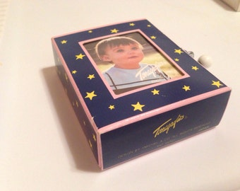 Vintage 80s 90s Terragrafics photo frame windup music box plays when you wish upon a star free US  Shipping