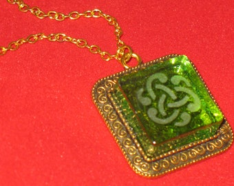 Green Celtic Knot Swirl Etched Glass Pendant Necklace 24 inch