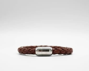 Men's Wrap-Around Saddle Brown Leather with Magnetic clasp