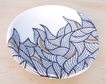 Ceramic ring dish with gold detail. Porcelain ring holder. Wedding ring pillow, jewellery holder. Gold and blue ring bowl.