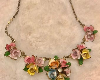 Beautiful vintage enamel floral necklace