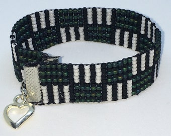 Inverted Abstract Square Bead Bracelet