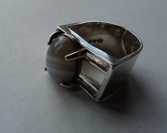 Wally Morgan (Designs) New Bond St. London grey blue white agate sterling silver 1970s designer vintage modernist ring