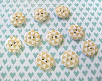 10 wooden pattern buttons 17 mm triangle geometric