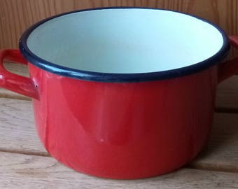 Small enamel 18 (Yugoslavia) Red pot without lid
