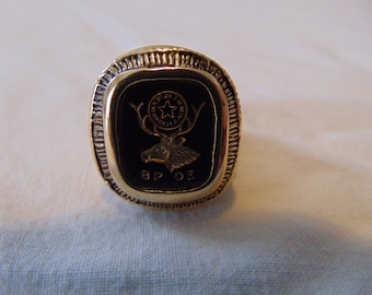 vintage B.P O.E elks ring fraternal organization gold plated brass ring mens masculine glass cabochon mint sz. 11 black