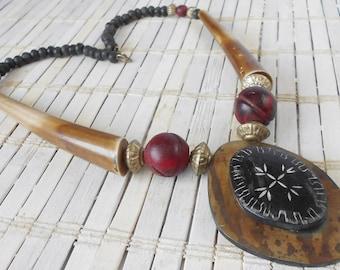 Vintage BoHo Horn Pendant Necklace, Earth Tones, Safari style, Tribal necklace, Statement piece, Horn beads, Bohemian Rhapsody, 1980's