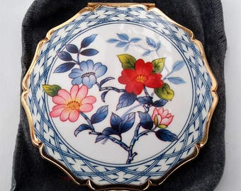 Stratton powder compact, as new boxed unused with sifter. Floral design enamelled 1990s Stratton compact.