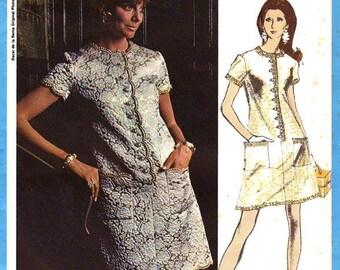 VOGUE 2220 sewing pattern.  Vogue Americana Oscar de La Renta.  Original vintage Vogue from the 1960s.  Size 16. New. Uncut. Factory folded.