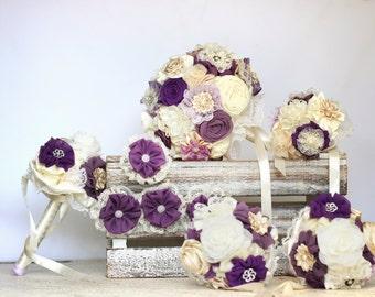 Ensemble de bouquet de mariage, assorti des hommes de boutonnières, bouquet de la mariée, bouquet de demoiselles d'honneur bouquets de violettes, dépôt
