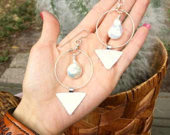 pearl earrings, modern pearl and metal triangle earrings, june birthstone jewelry