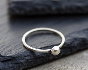 Silver stone - Modern ring with fine silver diamond shaped ornament