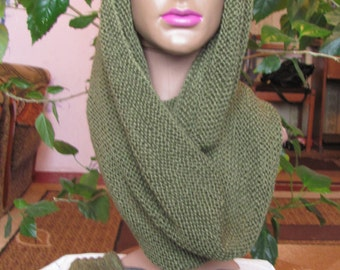 Simple infinity Snood and gloves green. Shipping worldwide from Ukraine.